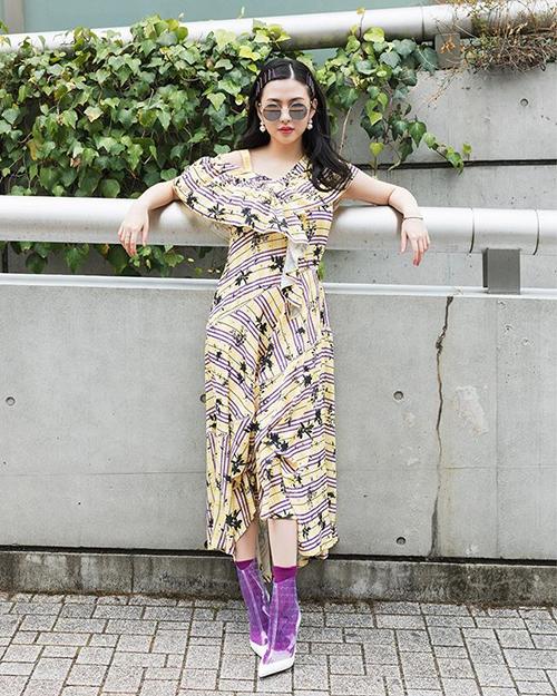 Cô tiểu thư 19 tuổi có phong cách ăn mặc thú vị, được nhiều tạp chí khen ngợi là giống fashionista thế giới.