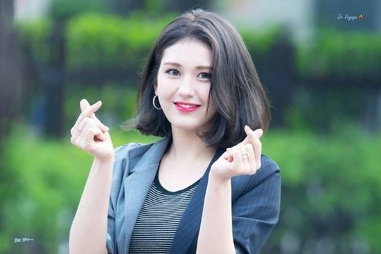 Somi có ngoại hình già dặn hơn tuổi.