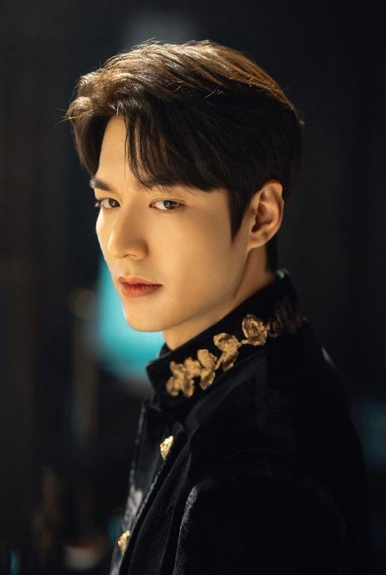 Lee Min Ho vào vai hoàng đế.
