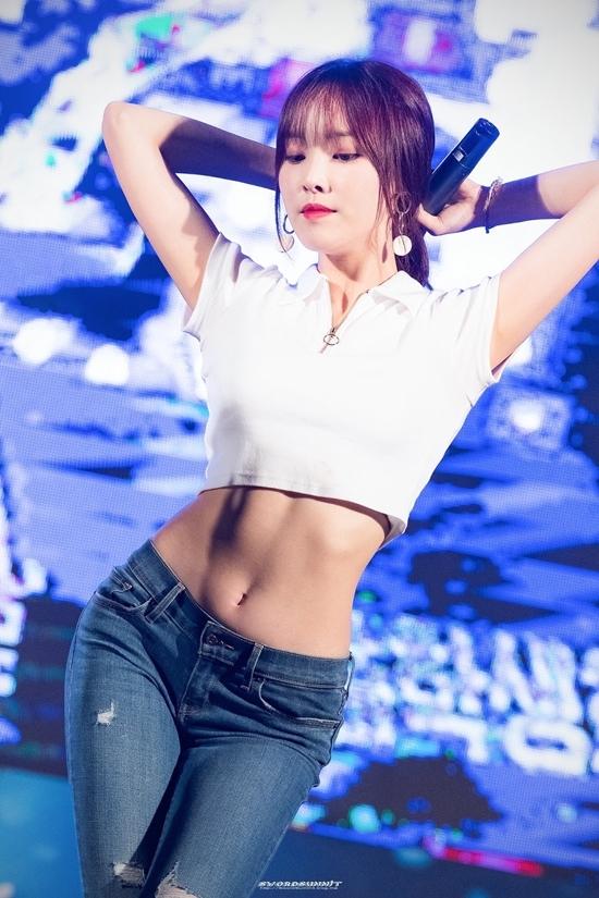 Những idol diện quần jeans đẹp nhất Kpop - 10
