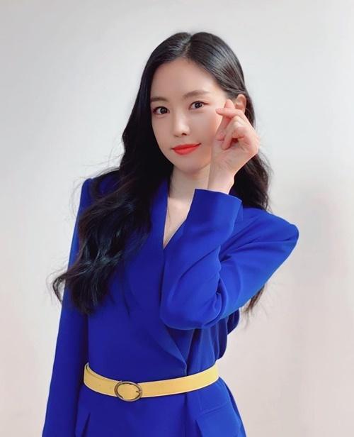 Na Eun xinh tươi trong hậu trường chụp quảng cáo.