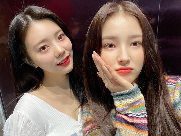 Nancy (phải) thân thiết với Eun Chae (DIA).
