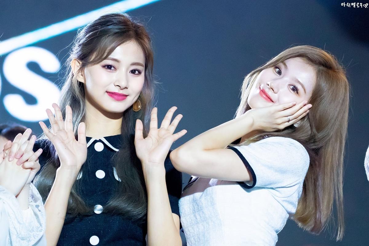 Những idol đứng cạnh nhau tạo nên cặp visual cực phẩm