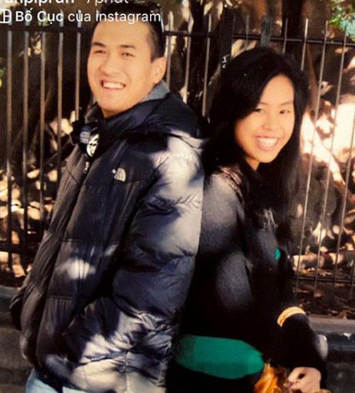 Trên Instagram, thiếu gia Phillip Nguyễn mới khoe ảnh quá khứ của anh và em gái Thảo Tiên. Lúc này, hot girl sinh năm 1997 mới chỉ là teen girl, có lối ăn mặc giản dị, vẻ ngoài mộc mạc với đôi mắt nhỏ, hàm răng còn nhiều khuyết điểm.