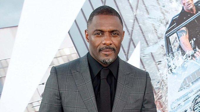 """<p> <strong>Idris Elba</strong></p> <p> Cùng ngày, ngôi sao phim <em>Hobbs & Shaw</em> thông báo nhiễm bệnh nhưng không có triệu chứng nào. """"Tôi vẫn khỏe, không có triệu chứng nhưng vẫn cách ly từ khi phát hiện có khả năng nhiễm virus"""", anh nói trong một video. Anh phát hiện ra bệnh vì từng tiếp xúc với bệnh nhân dương tính, sau đó phải đi quay phim nên bắt buộc phải xét nghiệm trước khi làm việc cùng êkíp.</p> <p> Vì ở gần vợ, Elba cũng chuẩn bị tâm lý bà xã anh là Sabrina Dhowre có thể đã nhiễm nCoV. Hôm nay, cô được xét nghiệm nhưng chưa có kết quả. Sức khỏe Sabrina bình thường và giống như Elba, cô không có triệu chứng gì.</p> <p> Hành động tự thông báo của Elba được Tổng giám đốc Tổ chức Y tế Thế giới Tedros Adhanom Ghebreyesus khen ngợi. Ông động viên anh trên trang cá nhân: """"Giữ sức khỏe và mạnh mẽ lên Idris Elba. Tôi ngưỡng mộ thông điệp dũng cảm và mạnh mẽ mà anh nói với toàn thế giới. Tất cả chúng ta sẽ cùng đoàn kết đánh bại Covid-19"""".</p>"""
