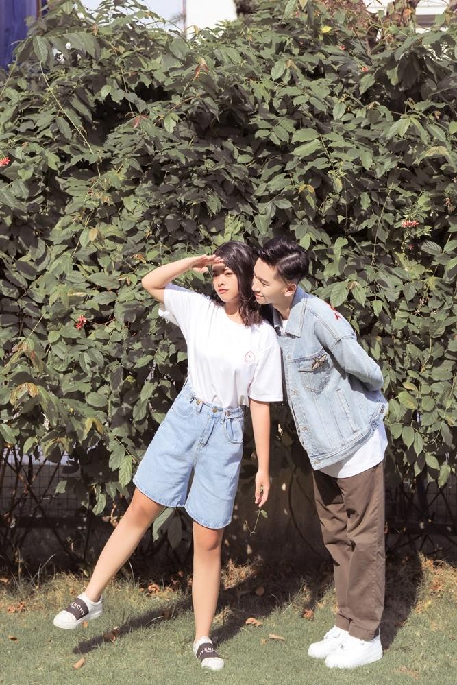 <p> Vẻ đáng yêu của cặp đôi tuổi teen.</p>