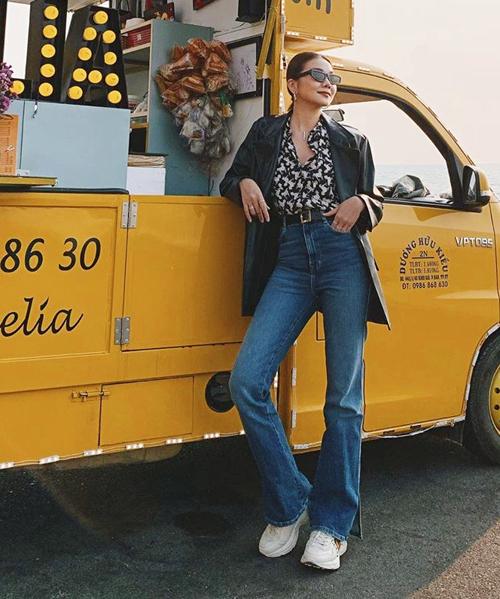 Thanh Hằng luôn nhận được lời khen vì cách mix-match street style tài tình, dù chỉ mặc đồ bình dân của Zara.