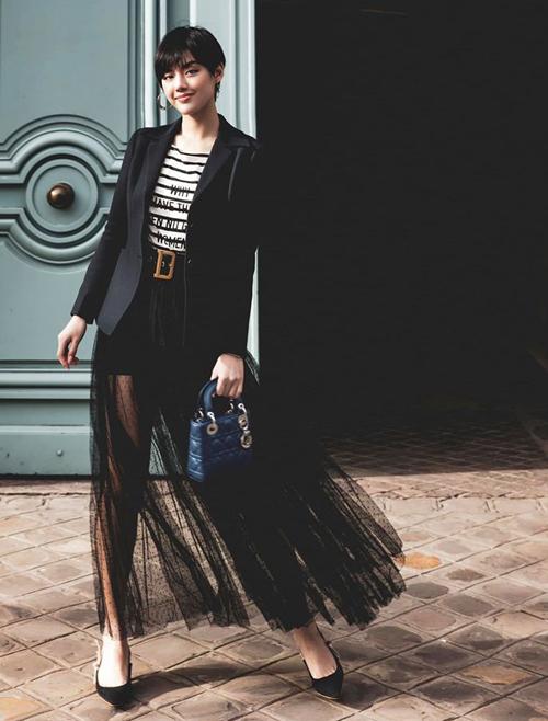 Khánh Linh hóa cô tiểu thư đậm chất Paris với cả cây đồ của Dior từ đầu đến chân.