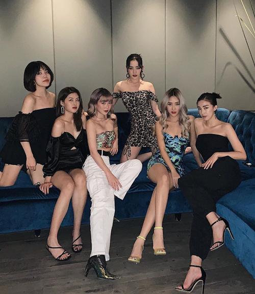 Phong cách hiện đại đậm chất Tây của bốn cô gái được nhiều bạn trẻ ngưỡng mộ.