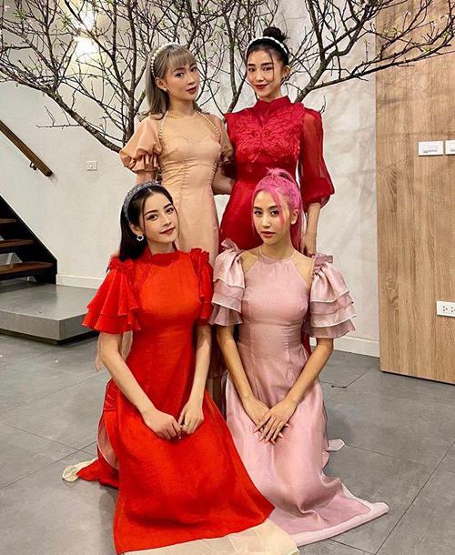 Cả bốn cô gái hiện tại đều chủ yếu hoạt động ở TP HCM. Chi Pu ngoài làm nghệ thuật còn đắt show quảng cáo, Quỳnh Anh Shyn - Sa Lim là KOL thời trang nổi tiếng còn Sun Ht thành công với lĩnh vực kinh doanh.