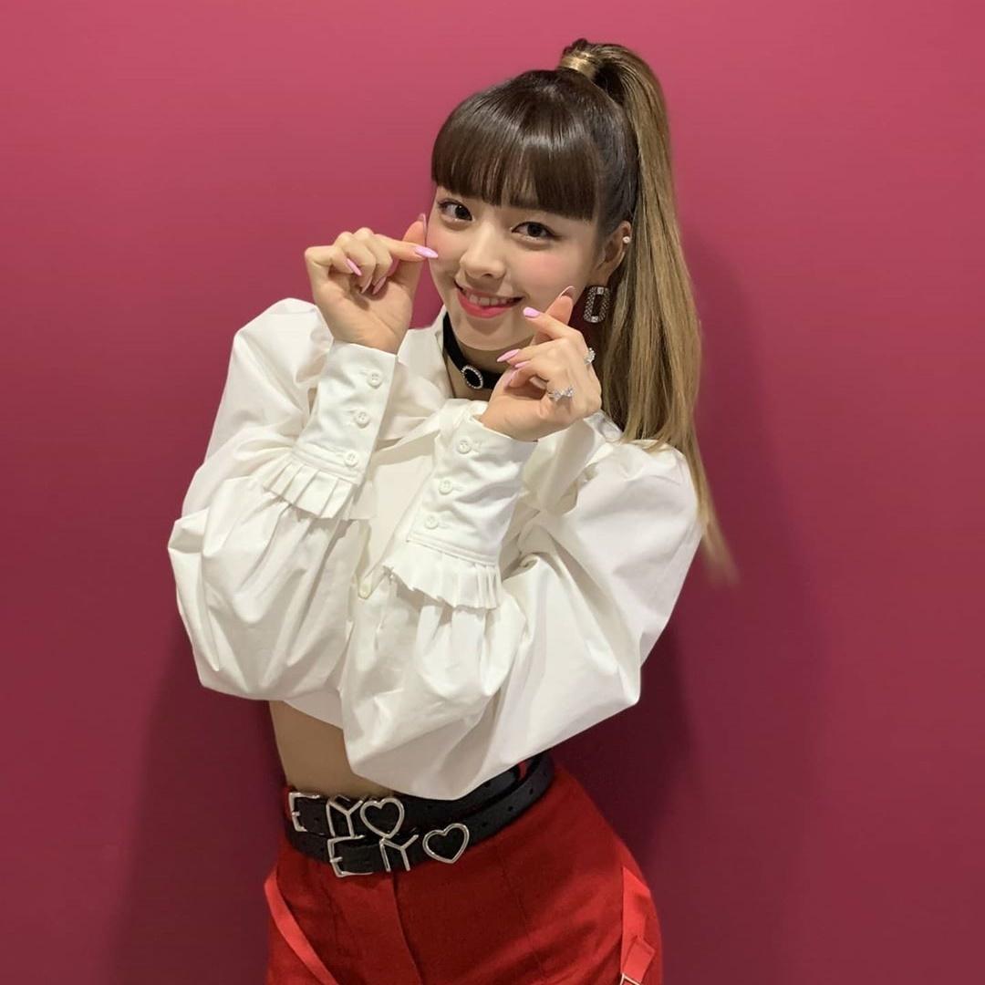 Yuna (ITZY) từng bị chê vì tóc mái bằng nhưng sau khi nhìn quen, nhiều fan thấy cô nàng mới mẻ, năng động hơn hẳn.