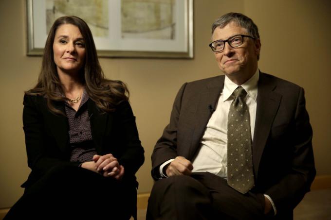 """<p class=""""Normal""""><strong>Melinda và Bill Gates</strong></p>  <p class=""""Normal"""">Hồi giữa tháng 2,vợ chồng tỷ phú Bill Gates quyên góp 100 triệu USD cho quỹBill & Melinda Gates để đối phó Covid-19, bao gồmcả việc phát triển bộ kit xét nghiệm nCoV tại gia.</p>"""
