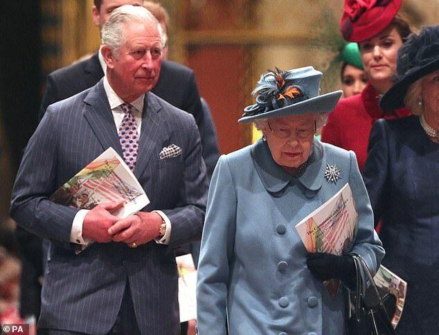 Charles và Nữ hoàng tại The Commonwealth Service, lễ kỷ niệm của Khối thịnh vượng Chung diễn ra hôm 9/3 tại tu viện Westminster, London.
