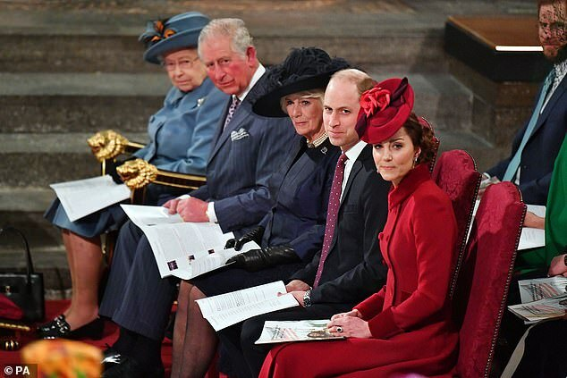 Nữ hoàng, Thái tử Charles, vợ Camilla và Công tước, nữ công tước xứ Cambridge ngồi cùng nhau trong buổi lễ tại Tu viện Westminster ngày 9/3 (từ trái sang phải).