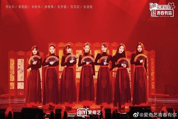 Nhóm biểu diễn Manh chủng.