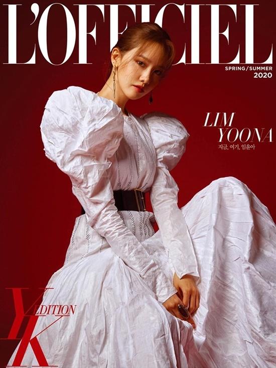 Yoona thần thái quyền lực trên bìa tạp chí.