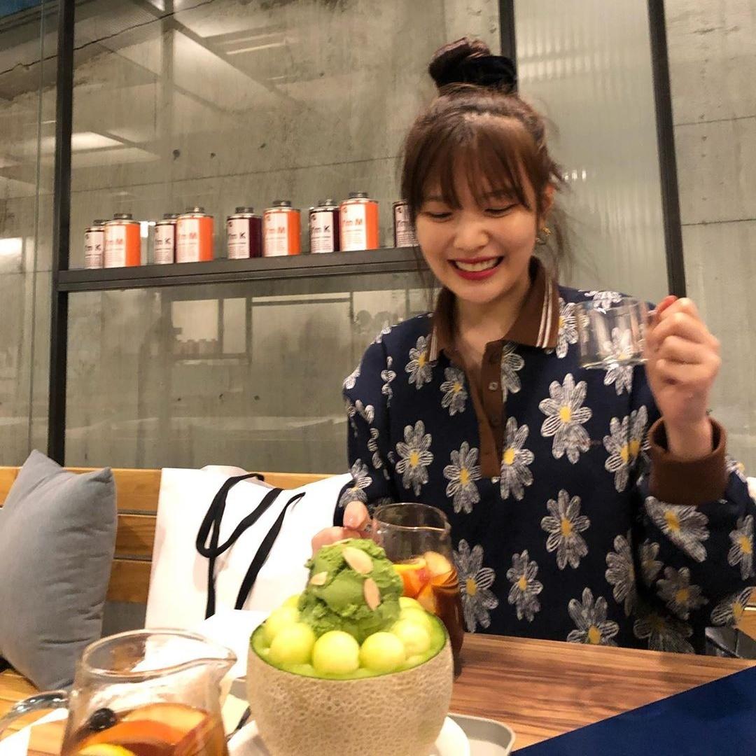 Biểu cảm hí hửng dễ thương của Joy khi được đi ăn.