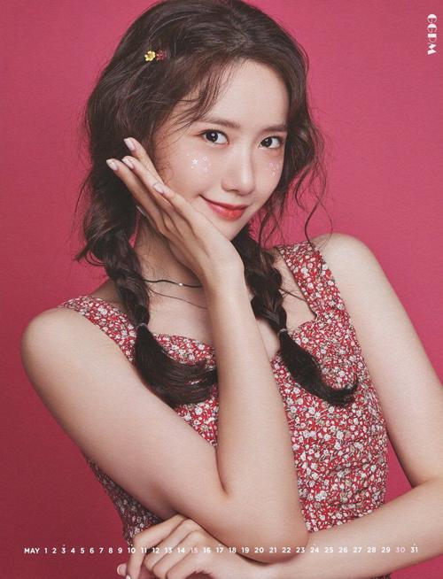 Thần thái tươi tắn của Yoona là điểm cộng để kiểu tóc này không những không thể dìm được nhan sắc của cô nàng, trái lại, còn giúp Yoona hack tuổi thành công.