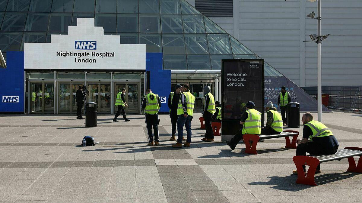 Londons ExCel Centre trở thành bệnh viện tạm thời.