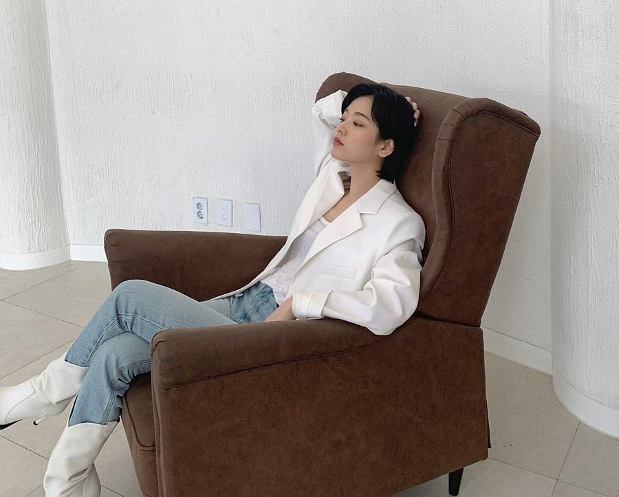 Lee Joo Young vẫn theo đuổi phong cách ngầu lòi sau Itaewon Class. Nhờ vai diễn chuyển giới trong bộ phim hot vừa kết thúc, Joo Young nhanh chóng hút hơn 1 triệu follower.