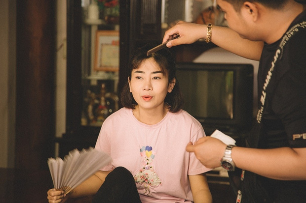 Nữ diễn viên được đạo diễn, nghệ sĩ Thanh Nam đánh giá nhiệt huyết, yêu nghề, nỗ lực thoại to, rõ trong từng cảnh, đồng thời lái xe hơn 50km mỗi ngày để đóng phim. Êkíp sắp xếp lịch quay để Mai Phương có khoảng nghỉ phù hợp, không bị mất sức trên trường quay.