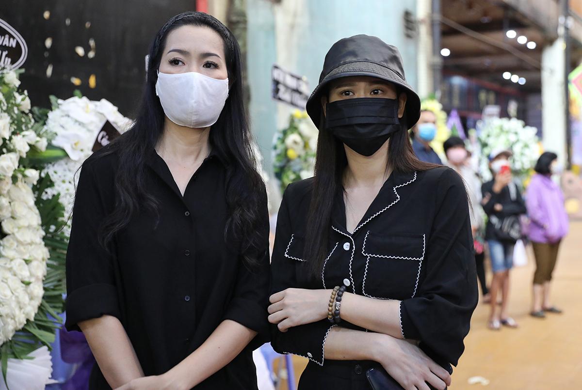 Nữ diễn viên Phạm Quỳnh Anh (phải)