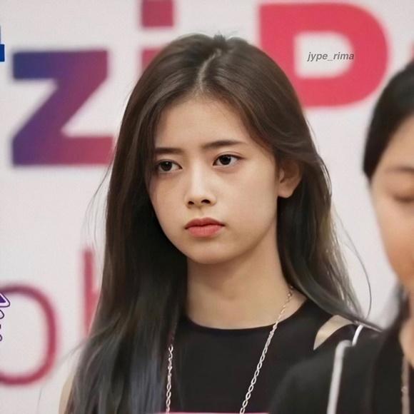 Những mầm non visual JYP gây sốt vì giống Suzy, Twice - 8