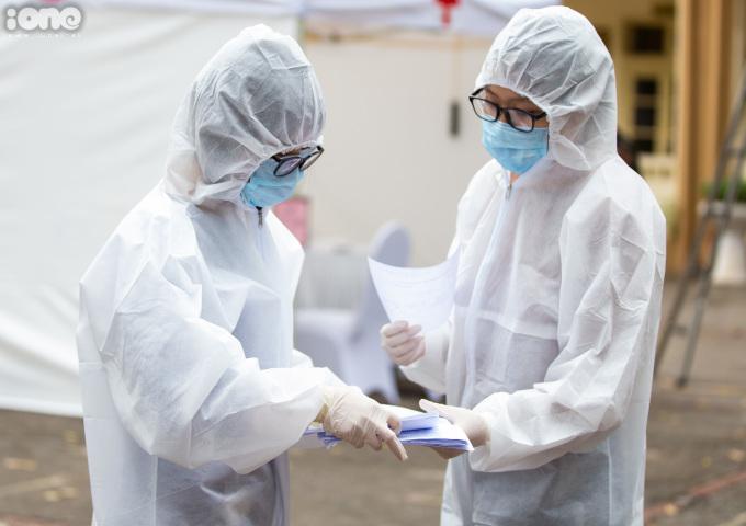 """<p class=""""Normal""""><span>Đến 31/3,Việt Nam ghi nhận 204 ca nhiễm nCoV,trong đó 56 người đã khỏi bệnh, số còn lại đang được điều trị tại các cơ sở y tế. Hà Nội đang ghi nhậnsố người nhiễm nCoV đứng đầu cả nước với 85 ca.</span></p>"""