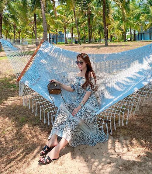 Quế Vân tận hưởng chuyến nghỉ dưỡng dài ngày ở Phú Quốc.