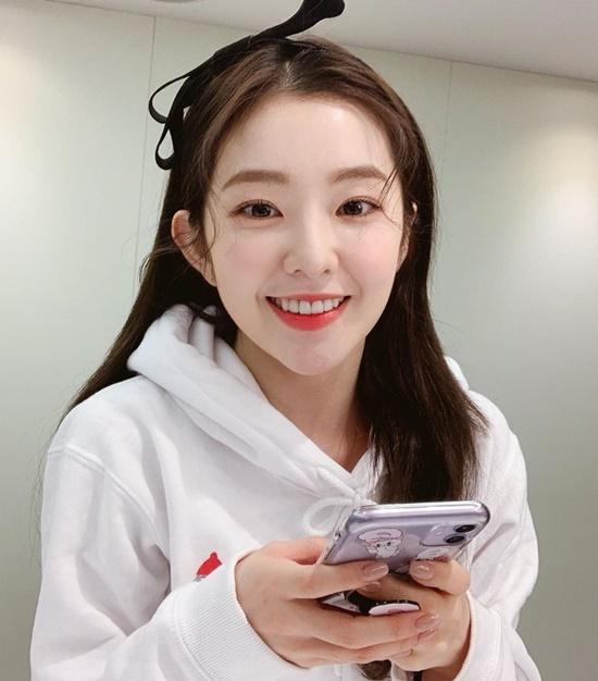 Irene cột tóc nơ đáng yêu, nhìn cô nàng không ai nghĩ idol nhà SM đã bước qua tuổi 29.