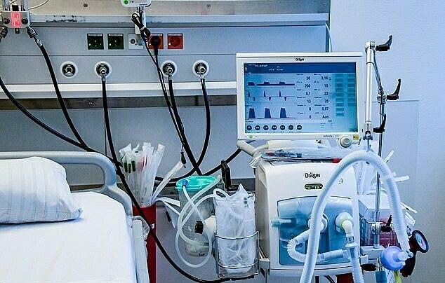 Máy thở là thiết bị y tế quan trọng để giúp bệnh nhân nặng phục hồi. Chúng là những cỗ máy bơm oxy trong phổi khi bệnh nhân không thể tự thở được.