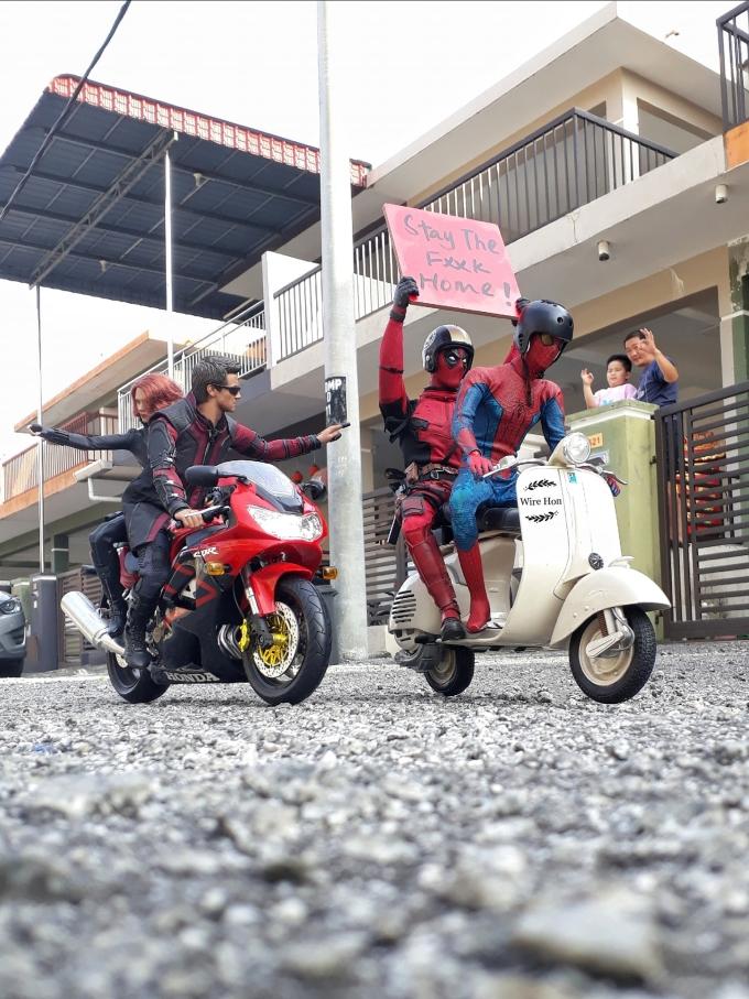 """<p class=""""Normal""""><span><span>Wire Hon là nhiếp ảnh gia người Malaysia.Mới đây, bộ ảnh với tên gọi """"Biệt đội siêu anh hùng Marvel chống Covid-19""""của anh đã thu hút hàng nghìn lượt yêu thích trên Internet.</span></span></p>"""