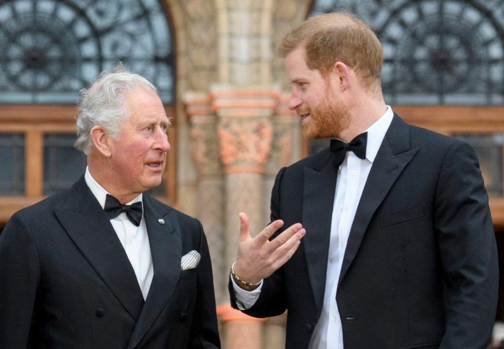Thái tử Charles và con trai thứ hai, Harry.