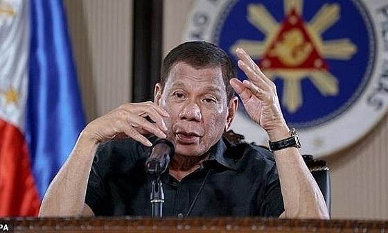 Tổng thống Philippines nói ''y bác sĩ may mắn khi chết vì Tổ quốc''