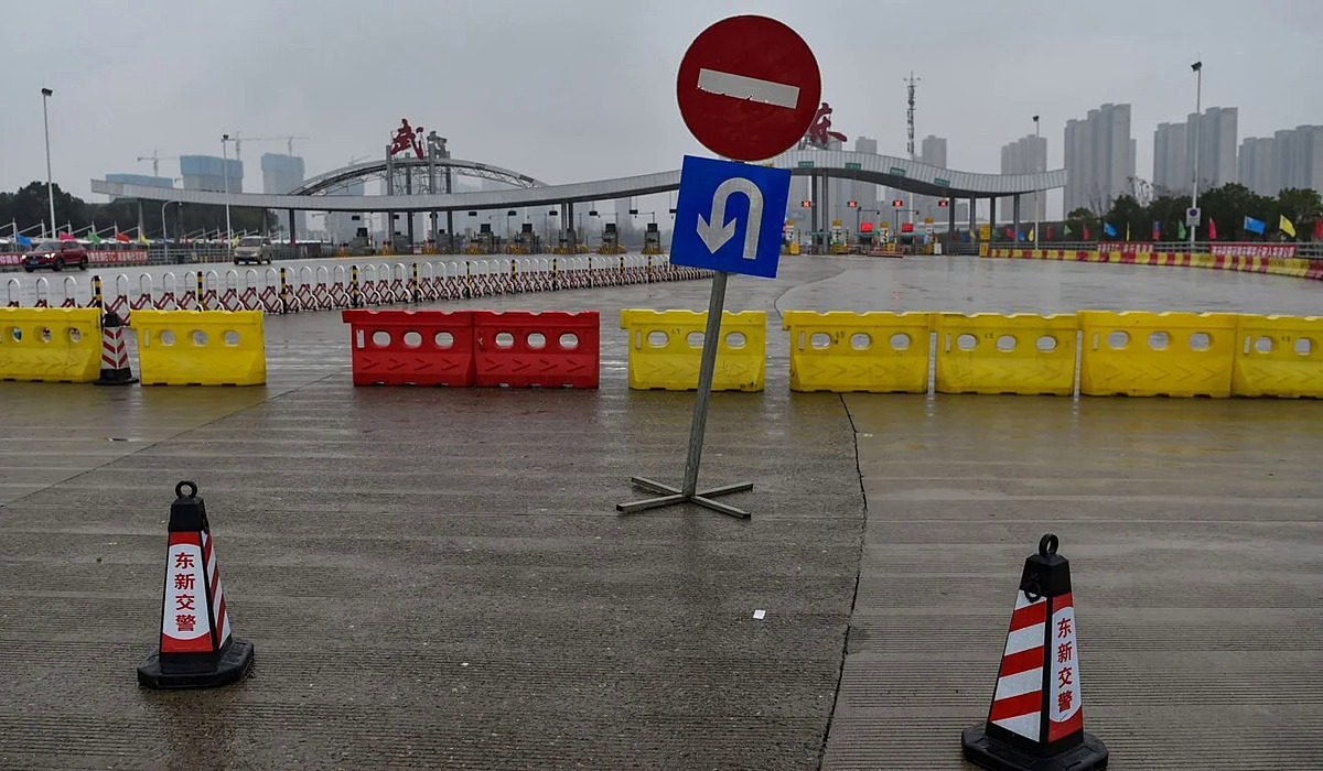 Đường bị chặn ở Vũ Hán hôm 25/1. Ảnh: AFP.