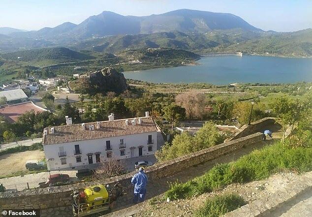 Thị trấn Zahara de la Sierra.
