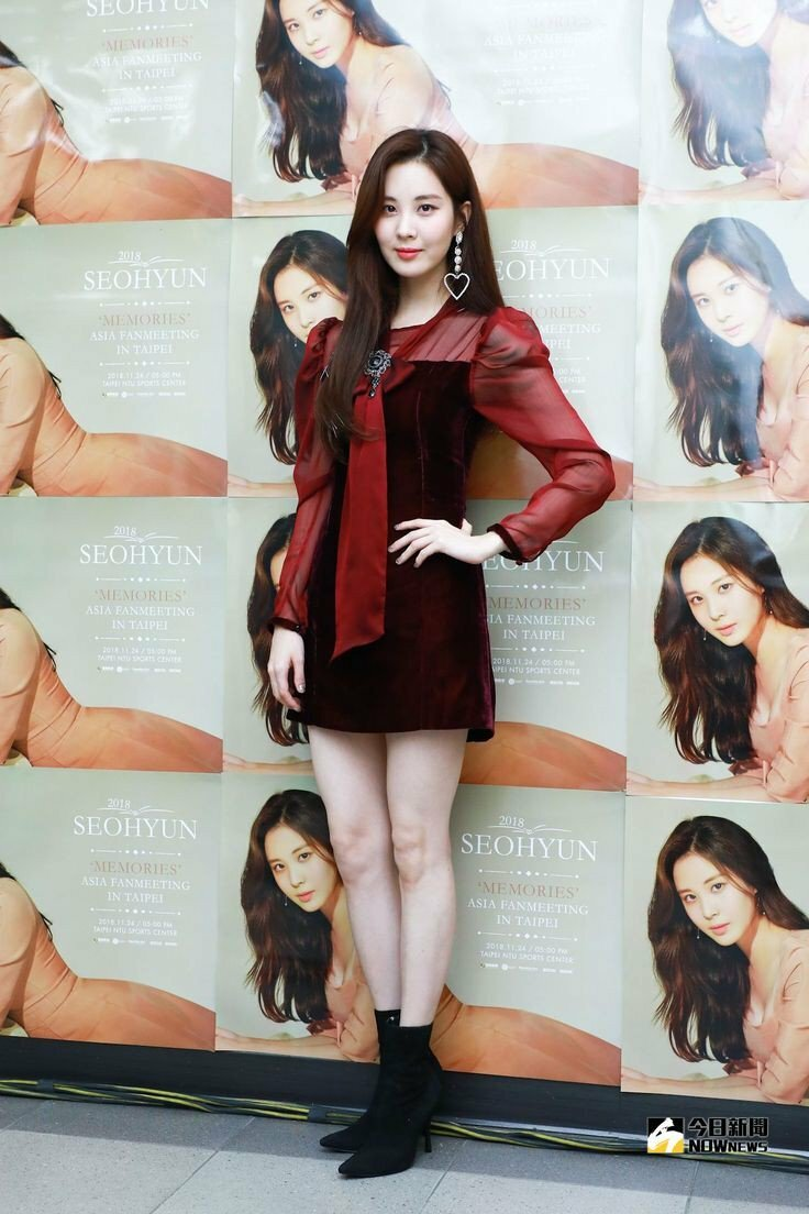 Seo Hyun đẹp lấn át đàn em 10x khi đụng hàng