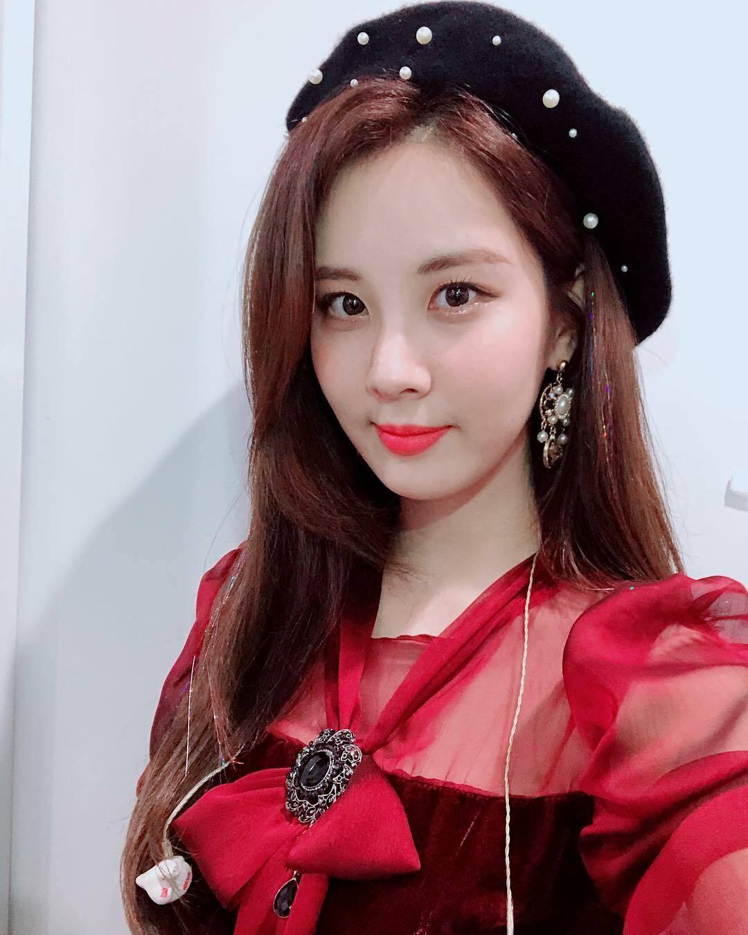 Seo Hyun đẹp lấn át đàn em 10x khi đụng hàng - 4