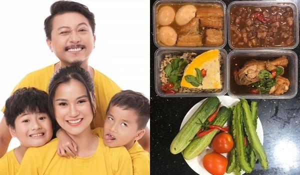 Lâm Vỹ Dạ nấu cho Hứa Minh Đạt và các con mâm cơm đầy đủ dinh dưỡng với trứng kho hột vịt, đùi già tiềm, trứng chiên, bì và dưa leo.