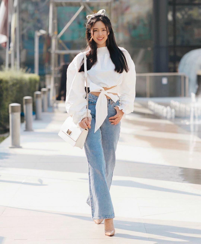 Trên Instagram, nàng tiểu thư mê làm đẹp thường xuyên khoe những chuyến du lịch khắp Âu Mỹ. Cô còn dự show thời trang của các nhà mốt hàng đầu.