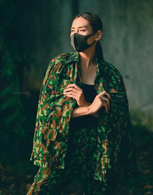 Võ Hoàng Yến khoe shoot hình cuối chụp trong khu cách ly tập trung trước khi về nhà. Diện bộ đồ lính, cô tạo dáng chẳng khác gì ảnh thời trang.