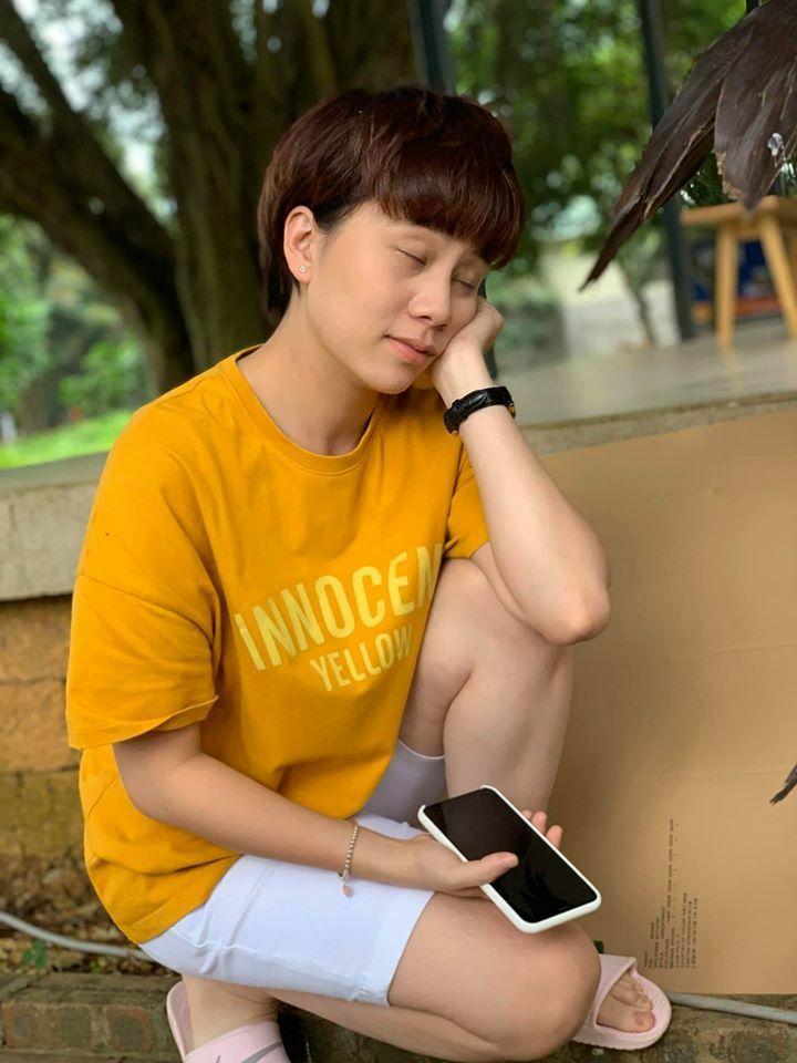 Bảo Hân bị Tuấn Tú chụp hình lén tại phim trường. Sau Về nhà đi con, cô không đóng phim mà tập trung việc học tại trường Đại học Sân khấu Điện ảnh Hà Nội.