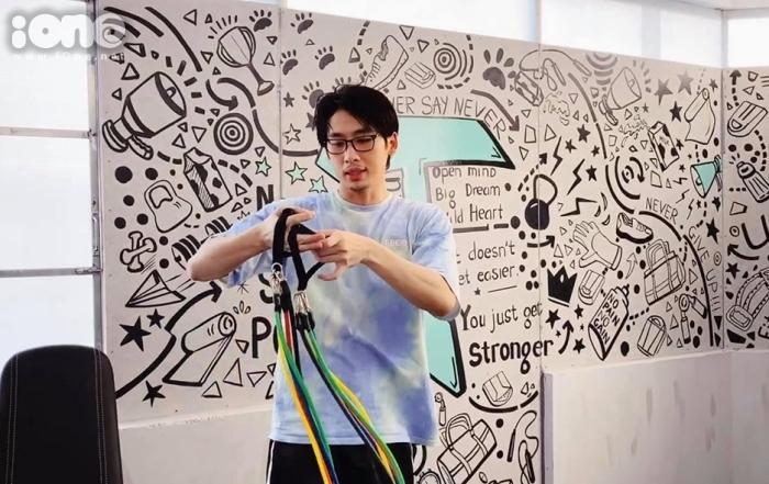 Tuấn Trần cho biết công việc cải tạo và thiết kế phòng tập này có sự giúp sức của một số người bạn.