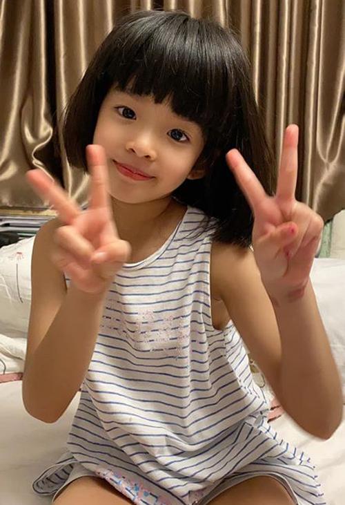 Con gái sao Việt bé tí đã sành sỏi tự trang điểm, làm điệu - 8