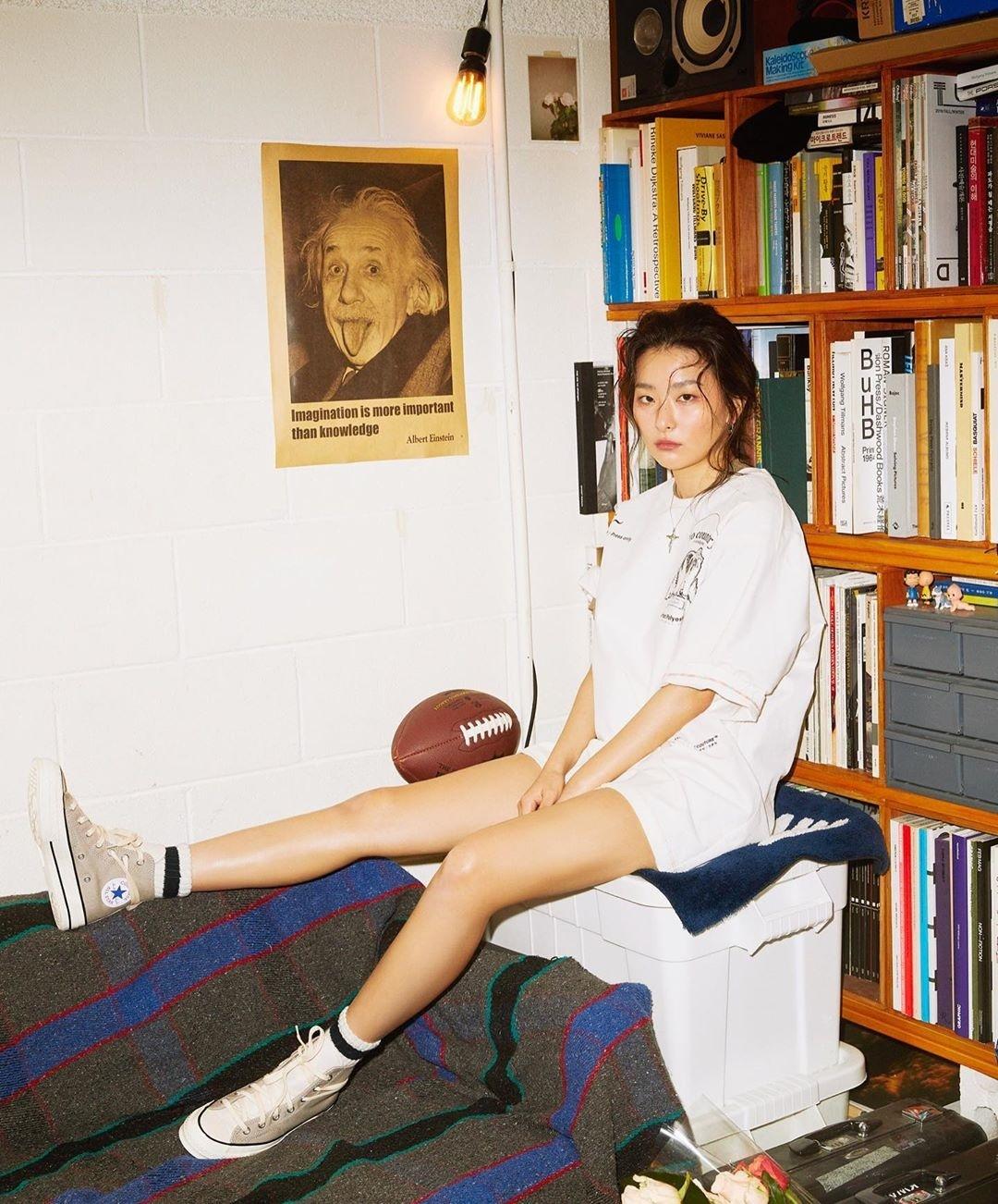 Seul Gi khoe đôi chân khỏe khoắn với style quên quần.