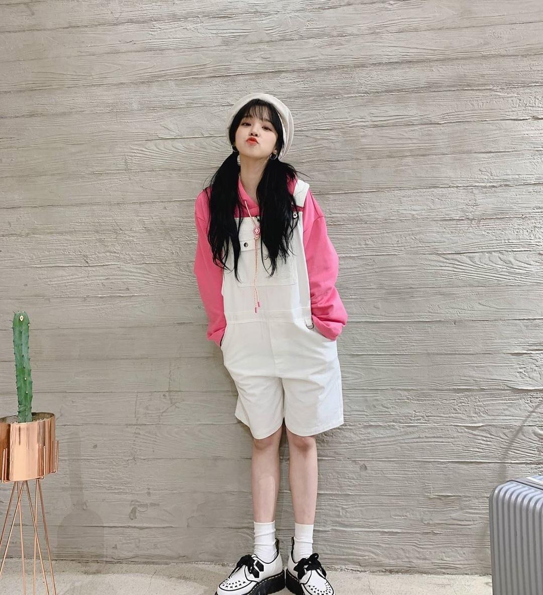 Yu Qi của (G)I-DLE có ngoại hình xinh xắn như búp bê.