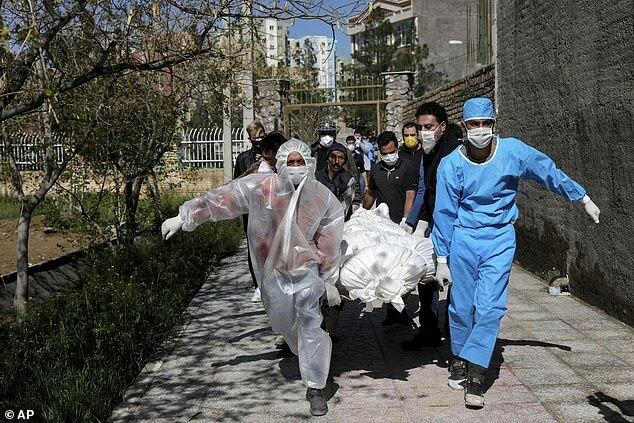 600 người Iran chết vì 'uống rượu chống nCoV'