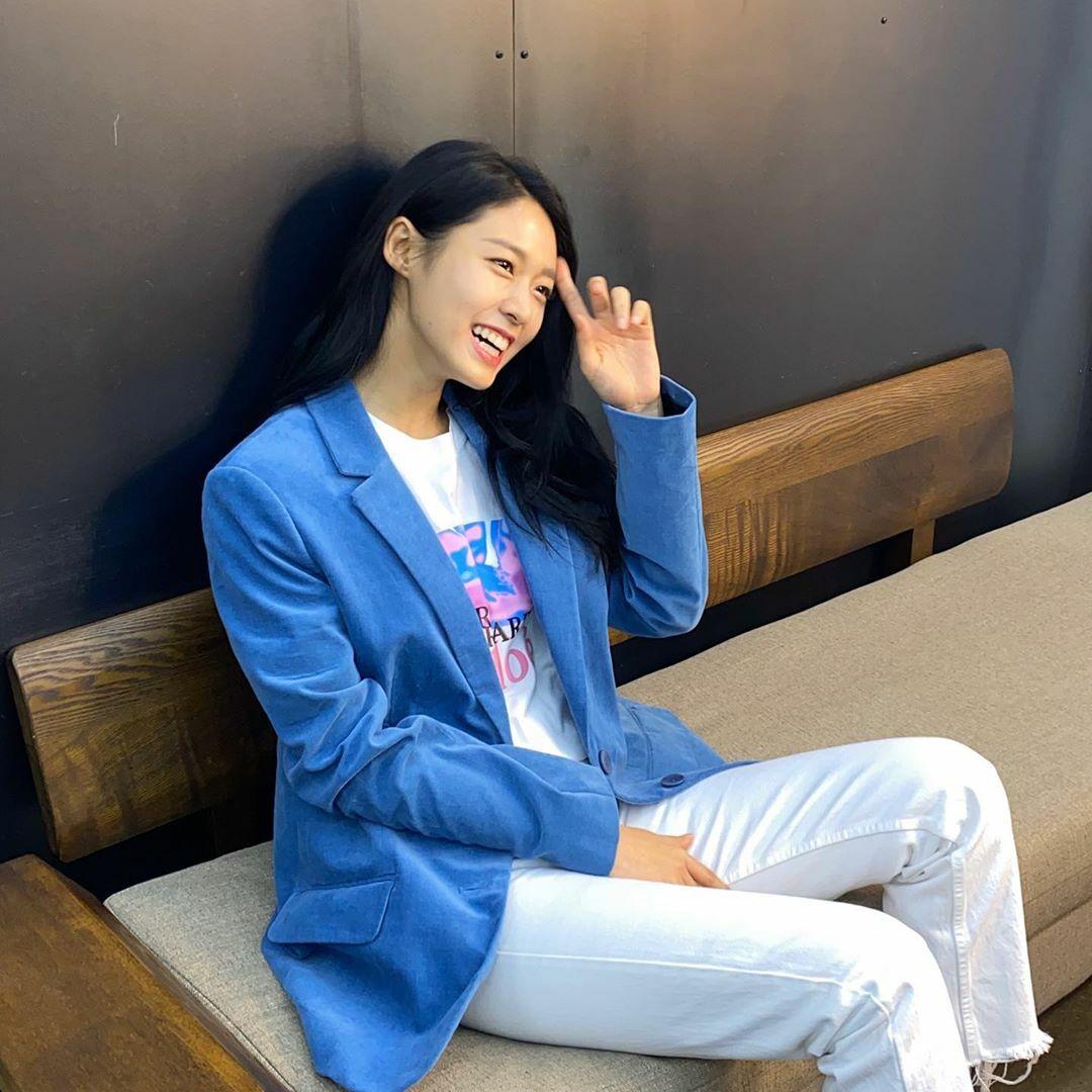 Seol Hyun có nụ cười rạng rỡ với đôi mắt lấp lánh.