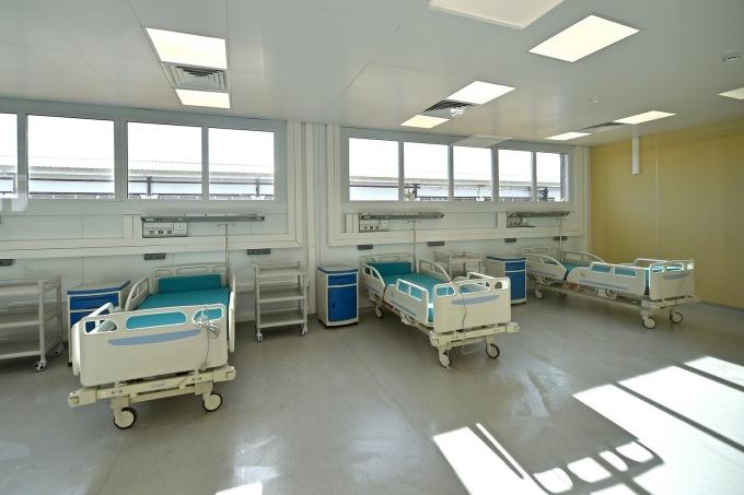 """<p class=""""Normal"""">Gần một nửa số giường trong bệnh viện mới ở Moskva được lắp đặt trong phòng chăm sóc đặc biệt.</p>"""