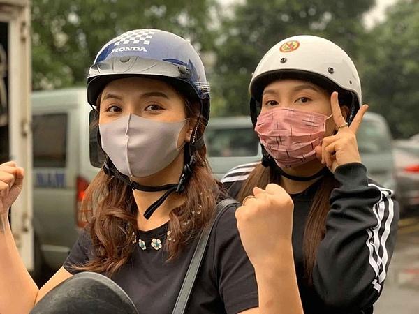 Thu Quỳnh cùng Bảo Thanh trên phim trường.